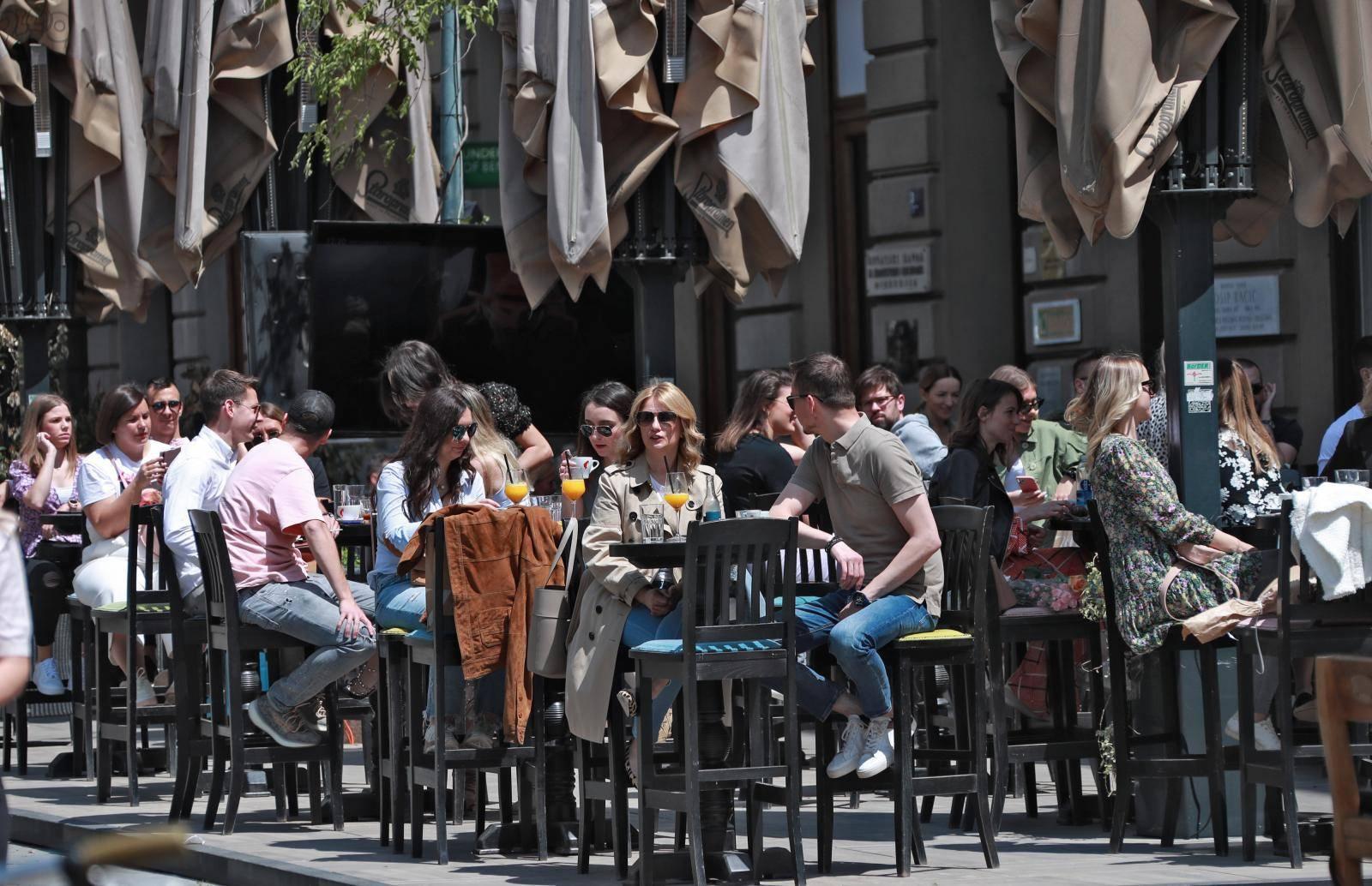 Zagreb: Prepune terase kafića na Cvjetnom trgu
