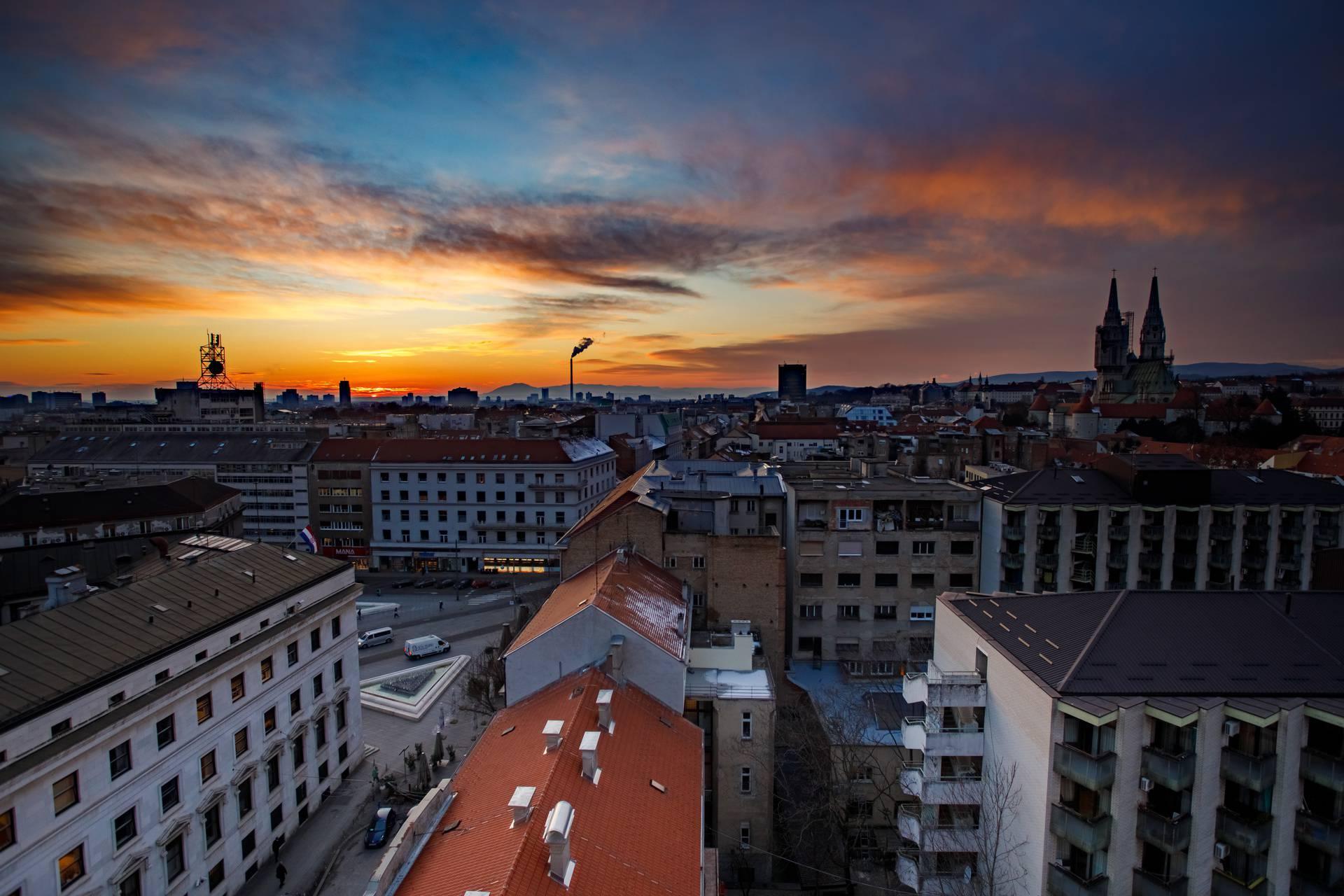 Zimski zalazak sunca iznad Zagreba