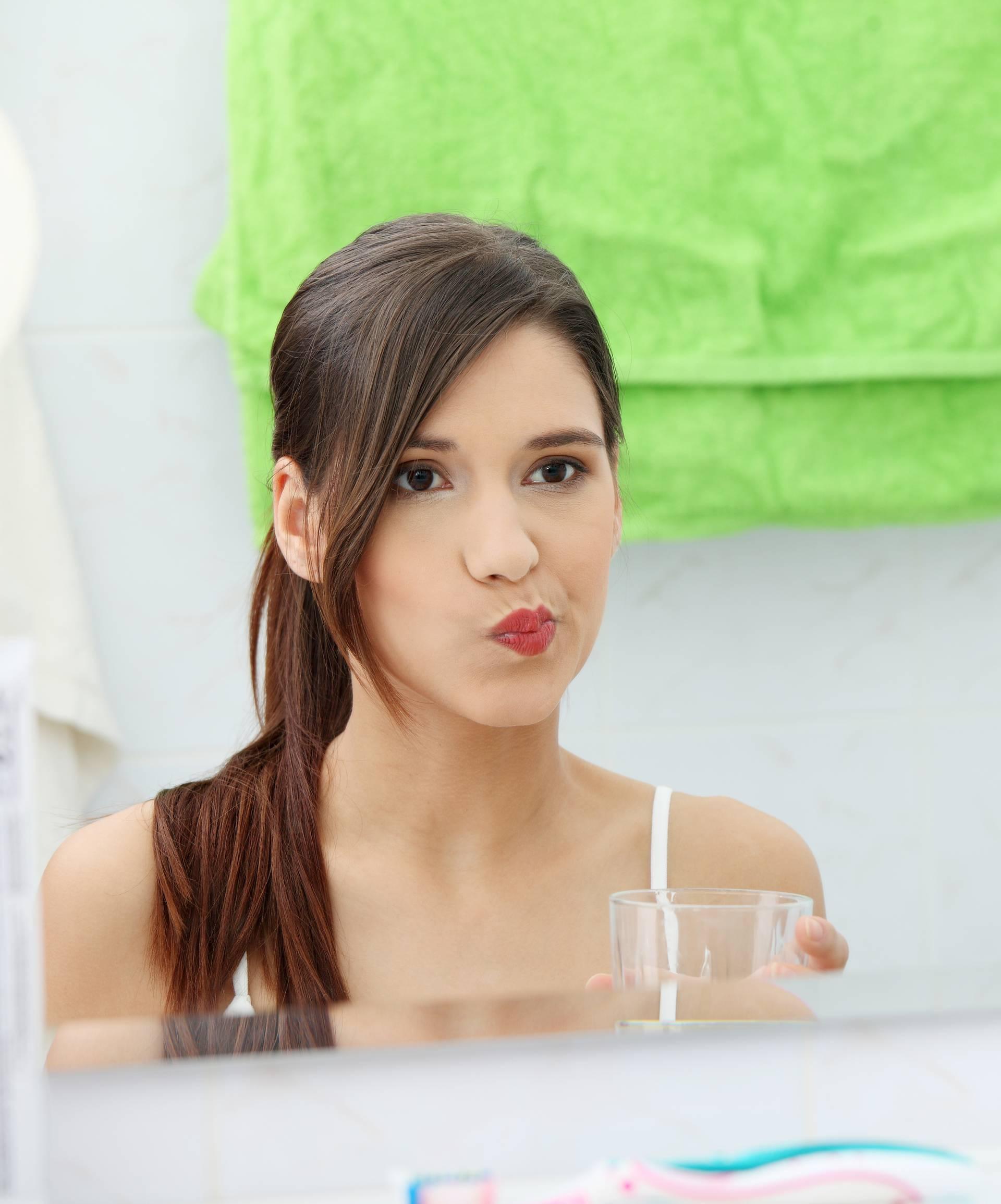 8 navika koje izazivaju pojavu bora oko usana, a to ne želite