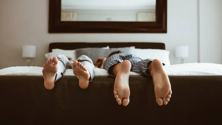 Što poza u kojoj spavate govori o vama? Vojnik, fetus, klada...