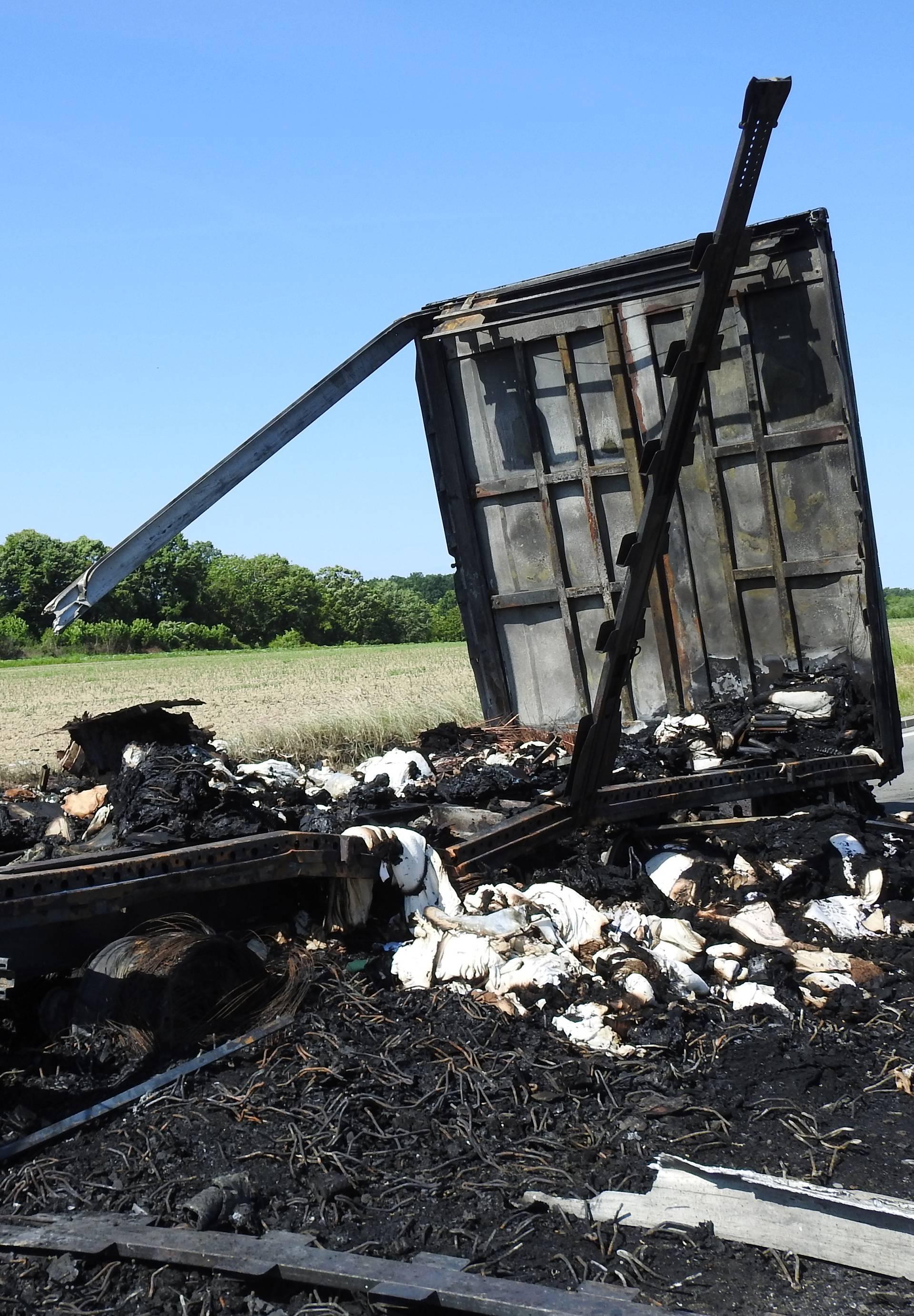 Drama kod Garešnice: U vožnji se zapalila prikolica kamiona