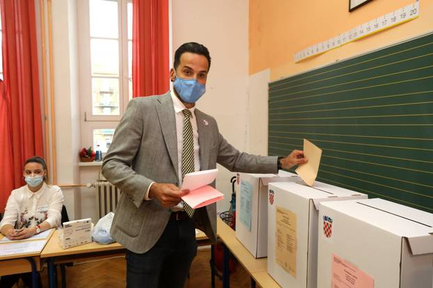 Marin Miletić, kandidat za gradonačelnika Rijeke na biračkom mjestu